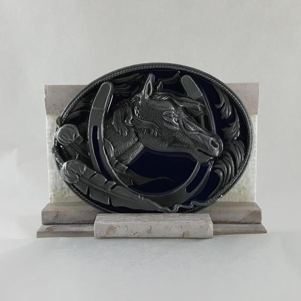 BUCKLE.HORSE. FRAMED BY HORSE SHOE.BLUE.PEUTER.OVAL,3.50X2.75,STAND,TILE GRAY .WHITE,H,3.00,D,1.75,W,3
