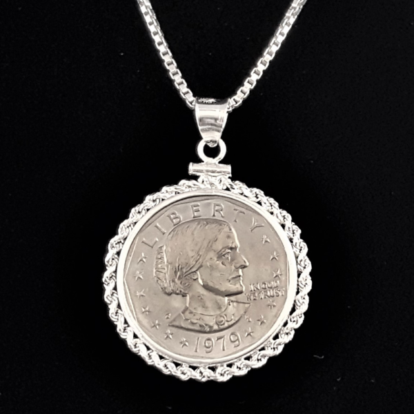 USA SUSAN B ANTHONY ONE DOLLAR 1979 ROPE EDGE BEZEL ONE AND ONE QUARTER IN 60 OB