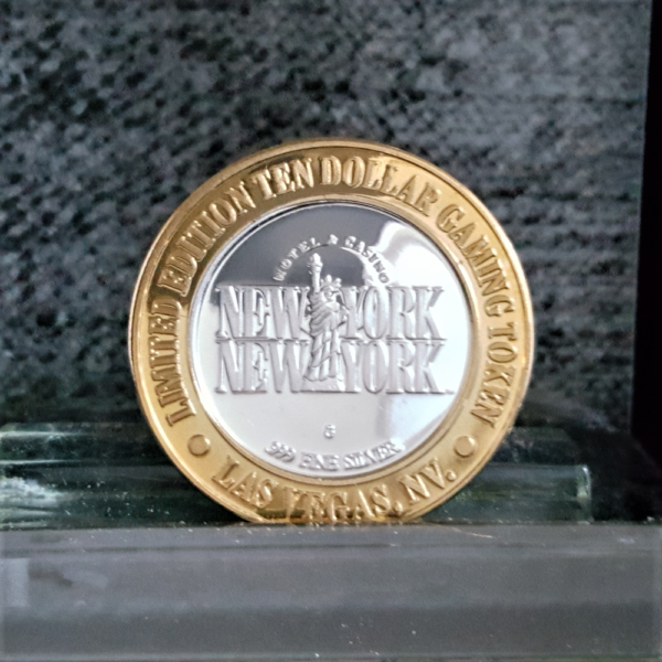 BABE RUTH $10 GAMING TOKEN NEW YORK NEW YORK LAS VEGAS .999 FINE SILVER.BRASS BEZEL 1.70in 43.30X2.80mm REV 24.00-38.00