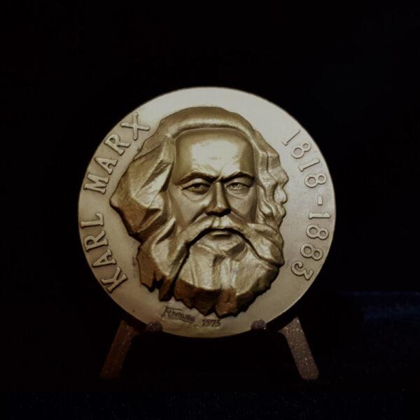 Karl Marx 1818-1883 by Andido 1975 A Arma Da Critica Nao Pode Substituir A Critica Das Arma 2.65 in 67.00 x9.00 mm 6.00 oz 25..39 OB